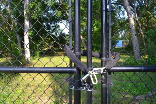Fences were scaledwhere a clear route was visible but in more closed situations— directly adjacent to homes or cutting through private yards—forced an alternate route.